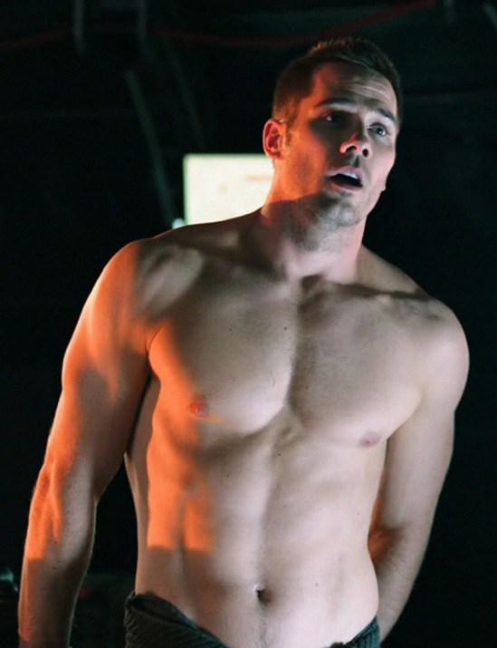 Luke-MacFarlane-in-Killjoys-Episode-1.05